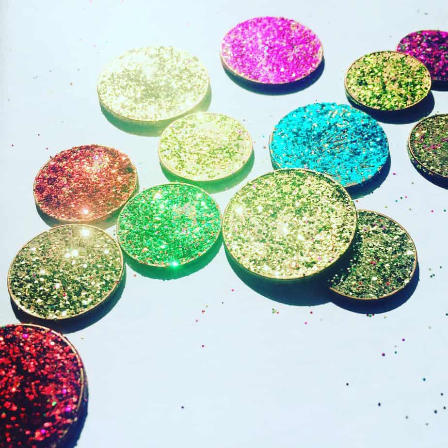 How to make magical glittery coins that are perfect for the fairies, tooth fairies and Elves to deliver! By the International Elf Service
