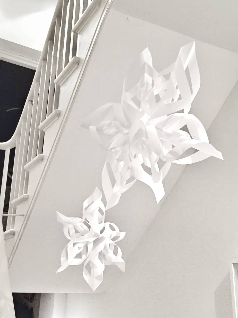 How to make these stunning paper snowflakes. Perfect Christmas decorations!